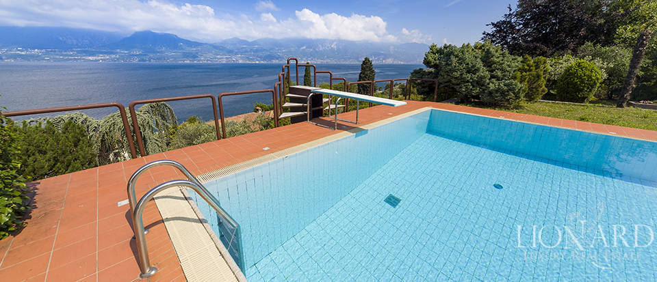 Luxury villa with swimming pool overlooking Lake Garda Image 1