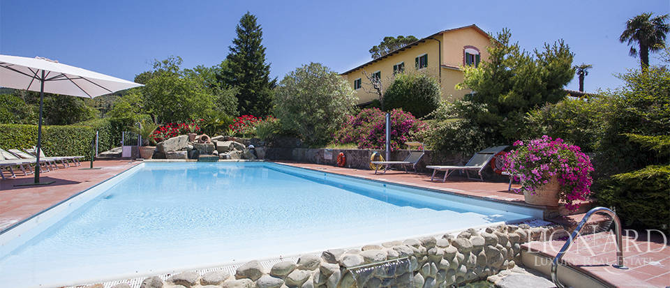 Luxury villa with swimming pool for sale in Pistoia Image 1