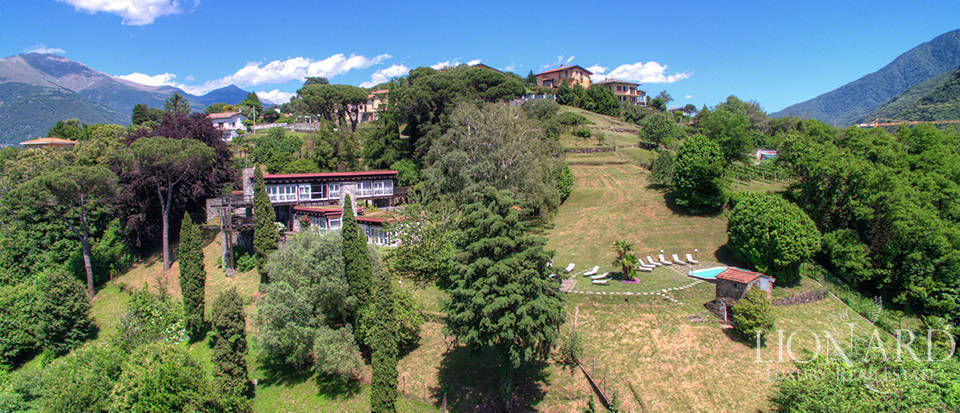 wonderful villa for sale in front of lake como