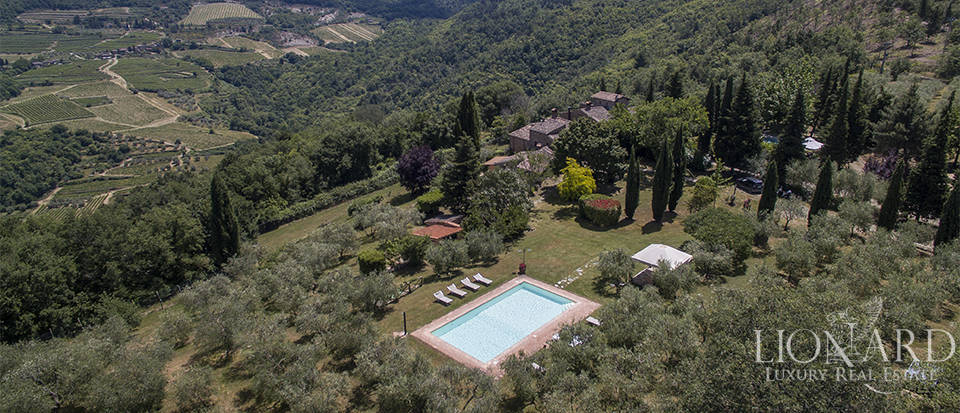 Rustic Tuscan farmhouse for sale in Chianti Image 1