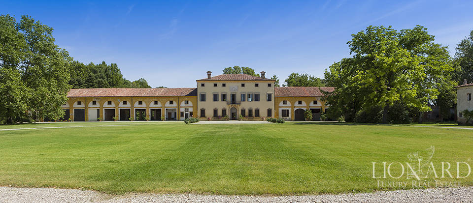 Extraordinary Venetian villa for sale in Verona Image 1