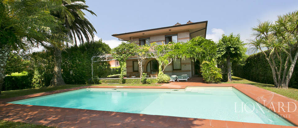 luxurious house with swimming pool in forte dei marmi