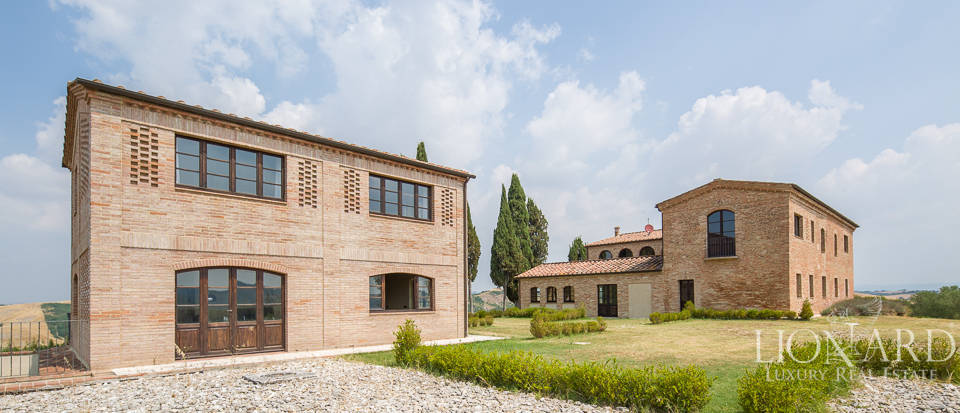 luxury villa with swimming pool in siena.s countryside