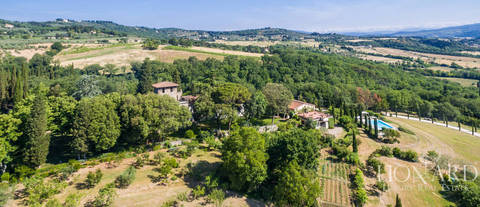 beautiful estate sale in the country fiorentina