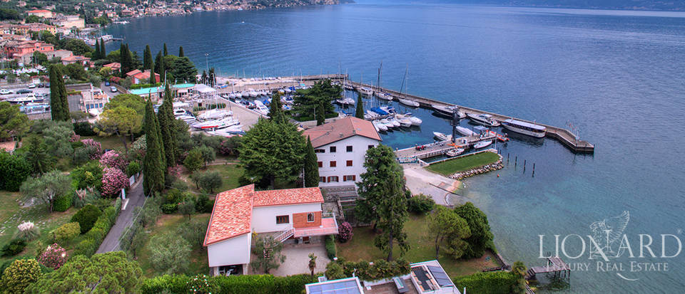 Charming luxury villa overlooking Lake Garda Image 1