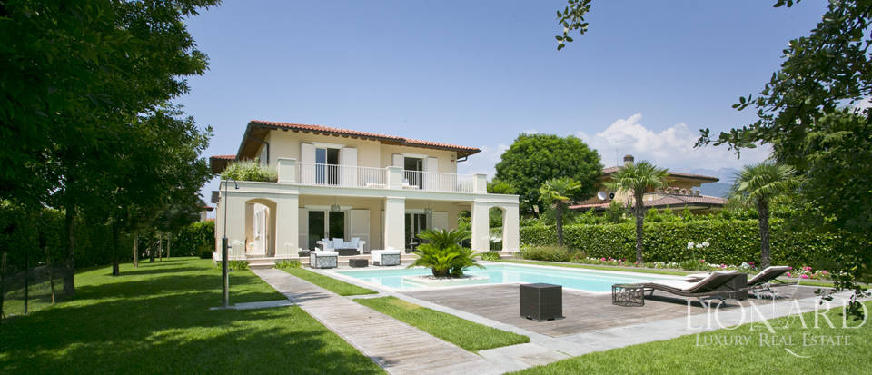 luxury villa with swimming pool in forte dei marmi