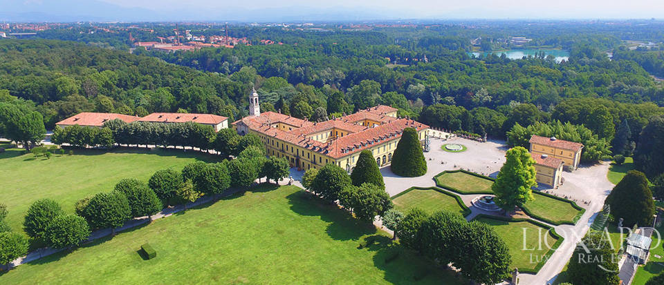 historical estate for sale near milan