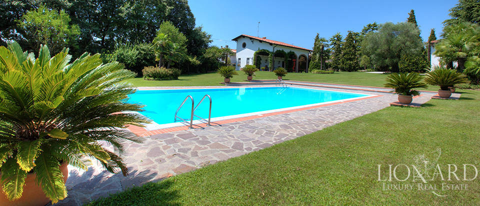 Luxury villa for sale in the province of Mantua Image 1