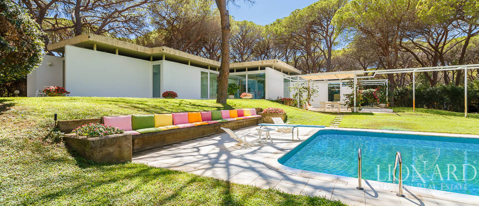Charming villa with swimming pool in Roccamare Image 1