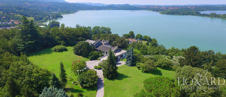 lake front villa for sale
