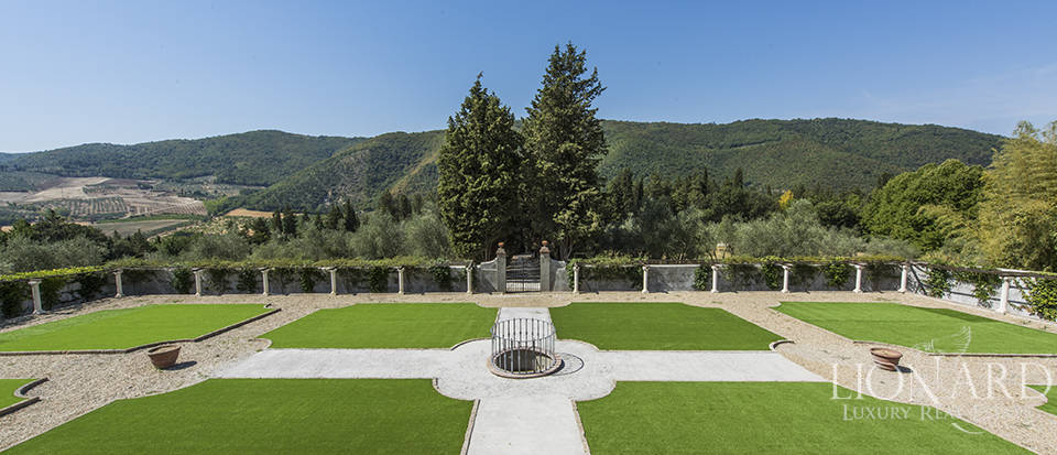 spectacular refined property in the chianti area