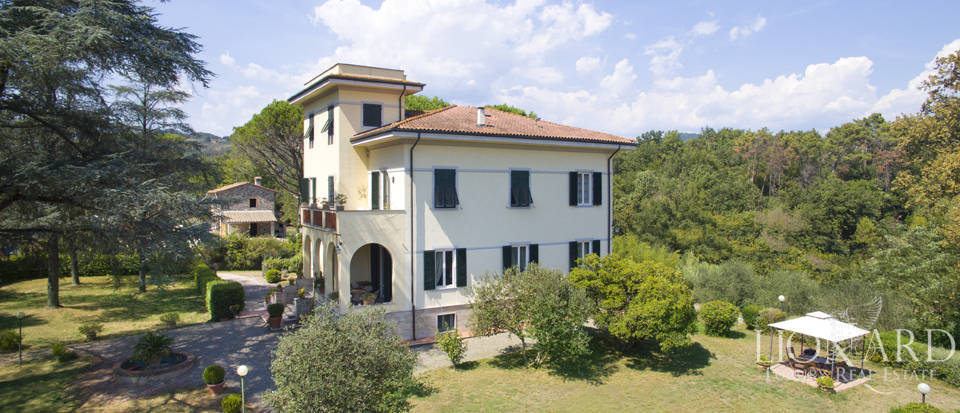 elegant historical villa for sale in lucca