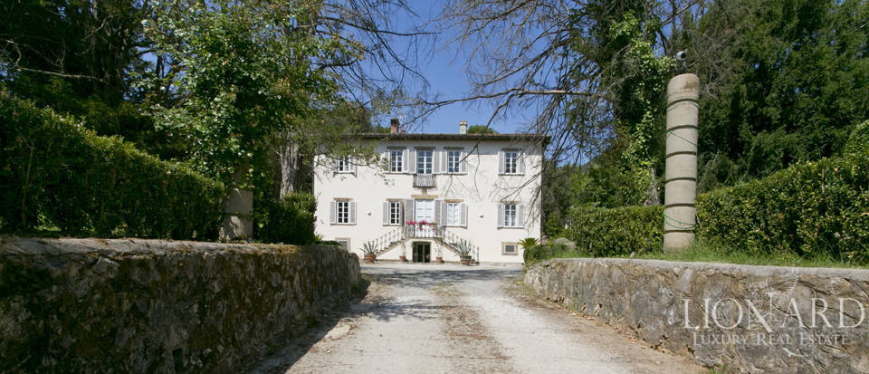 luxurious historical villa for sale in lucca