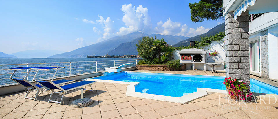 Waterfront villa for sale by Lake Como Image 1