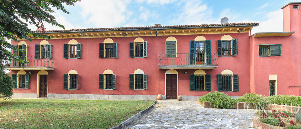 Magnificent farmstead for sale in the Monferrato area Image 1