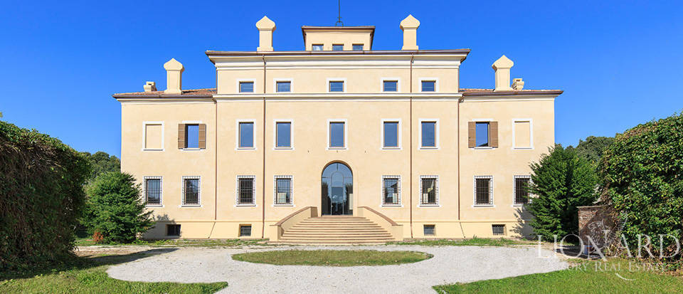 Wonderful palace for sale in the province of Mantua Image 1