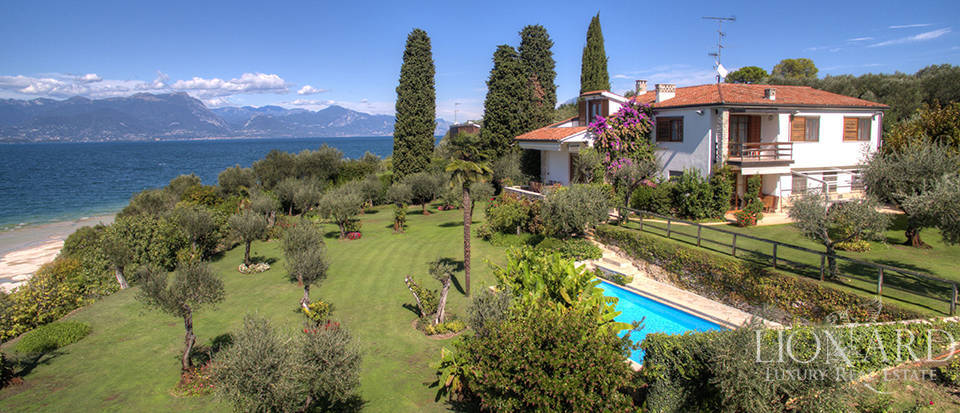 Villa with swimming pool for sale in Sirmione Image 1
