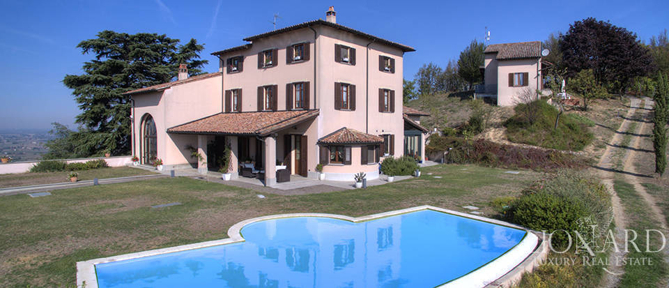 Luxurious villa for sale in Pavia Image 1