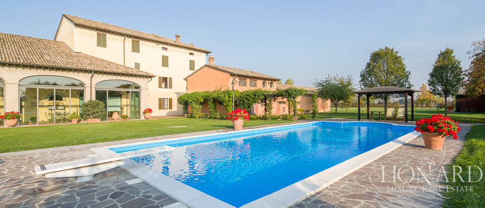 Wonderful farmhouse for sale in Parma Image 1