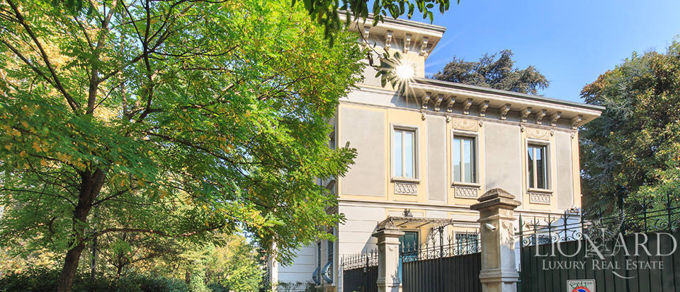 Stunning art-nouveau villa for sale in the heart of Milan Image 1