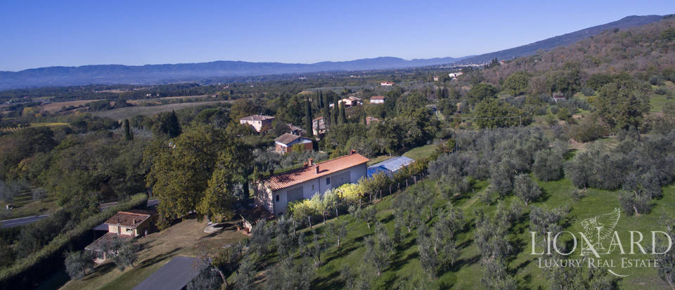 Wonderful farmhouse for sale in Loro Ciuffenna Image 1