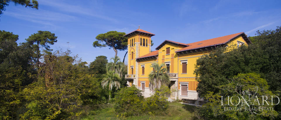 wonderful sea front villa in marina di massa