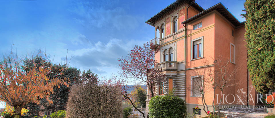 Wonderful art-nouveau villa for sale in Salò Image 1