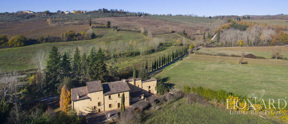 farmhouse for sale in poggibonsi