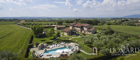lovely farmhouse for sale in cortona