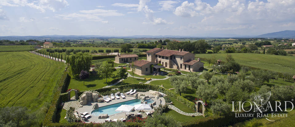 Lovely farmhouse for sale in Cortona Image 1