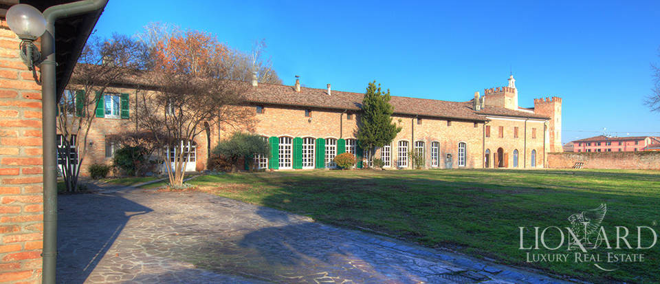 Historical estate for sale in the province of Cremona Image 1