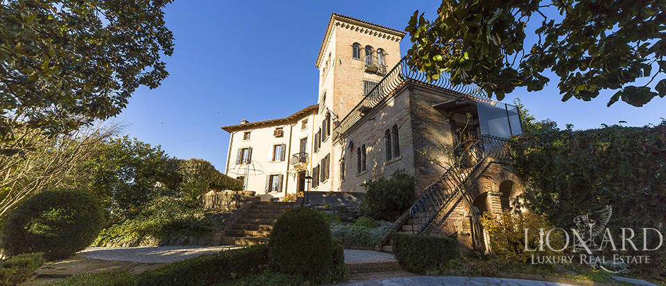 Period villa for sale in Veneto Image 1