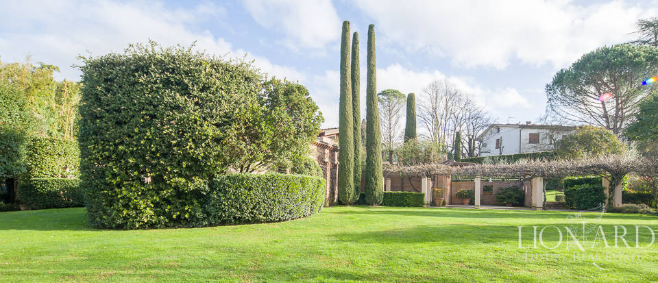 lucca luxury villa for sale
