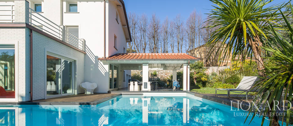 modern villa with swimming pool in pietrasanta
