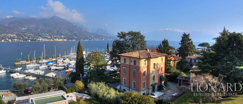Lake-front villa for sale in San Felice del Benaco Image 1