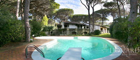 villa with swimming pool for sale in roccamare