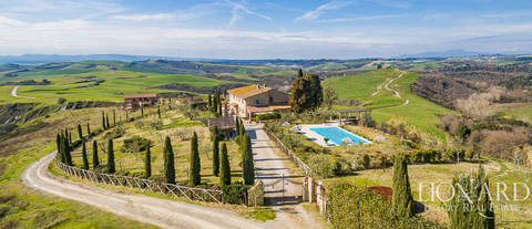 farmhouse with swimming pool for sale near san gimignano