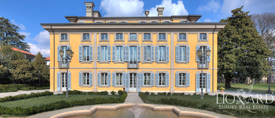 historical villa for sale at the outskirts of milan