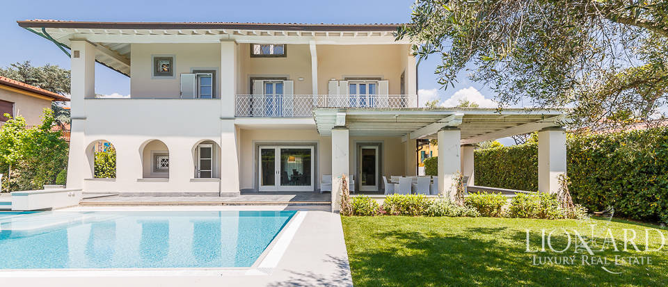 luxury villa with swimming pool forte dei marmi