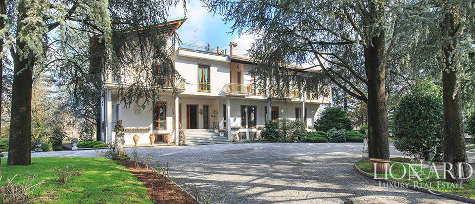villa for sale in the province of como