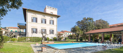 villa for sale in front of the sea in pisa