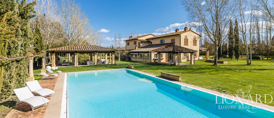 Wonderful farmhouse with swimming pool in Tuscany Image 1