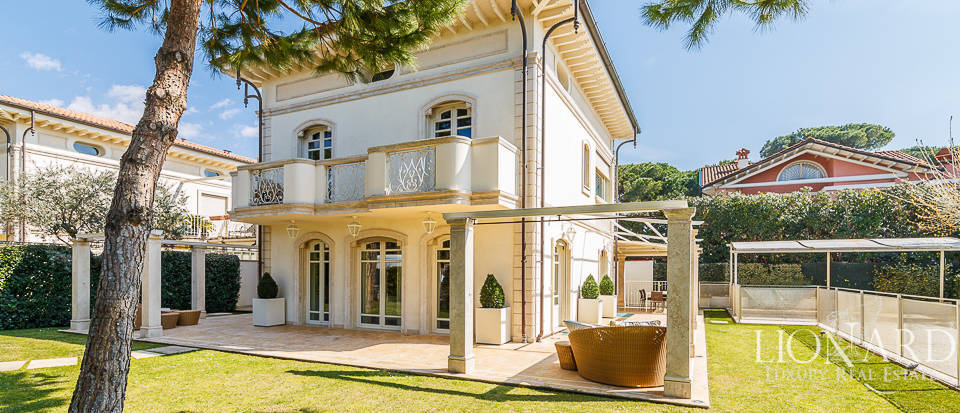 luxurious villa in the heart of forte dei marmi