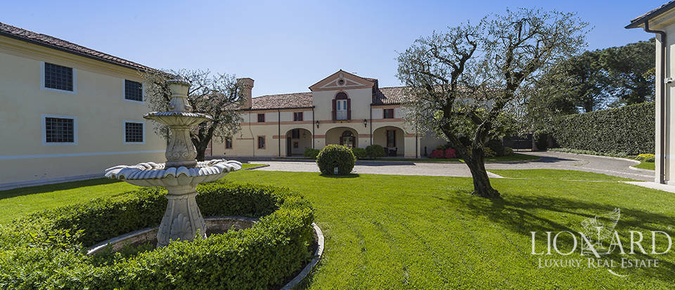 Venetian villa for sale near Vicenza Image 1