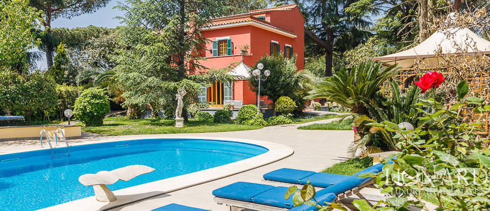 villa with swimming pool for sale in rome