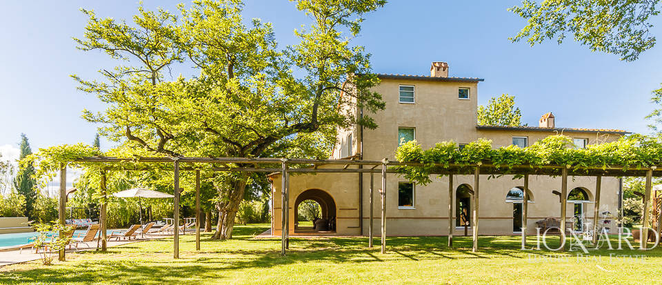 luxurious villa for sale near grosseto