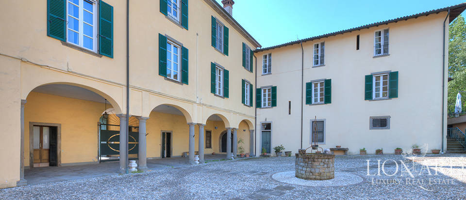 historical villa for sale in franciacorta