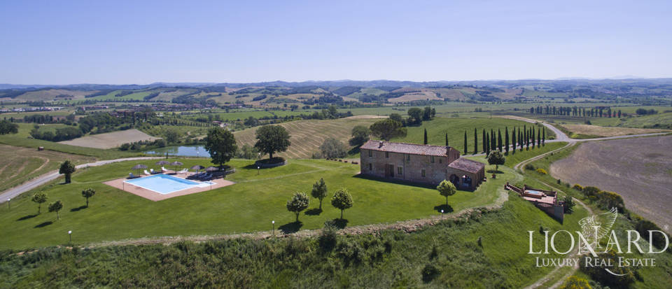 wonderful farmhouse for sale in the siena area