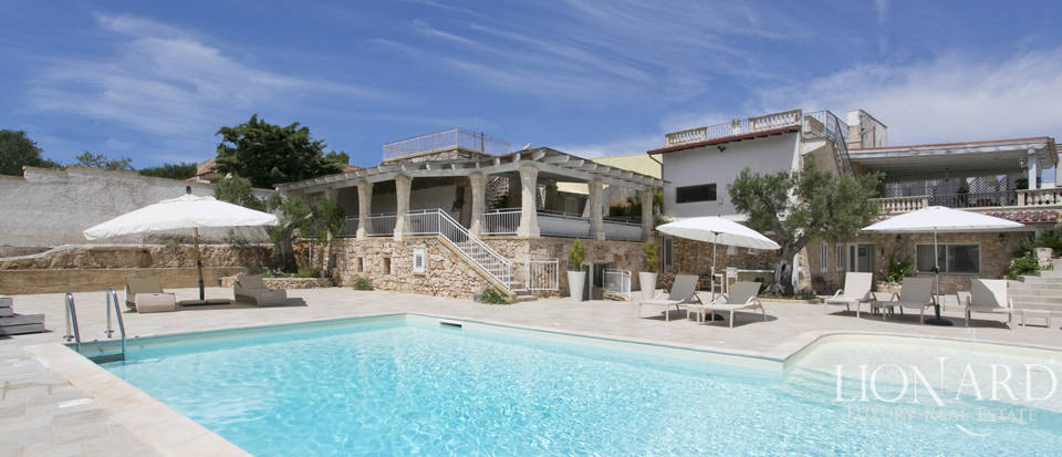 stunning villa with swimming pool for sale in apulia