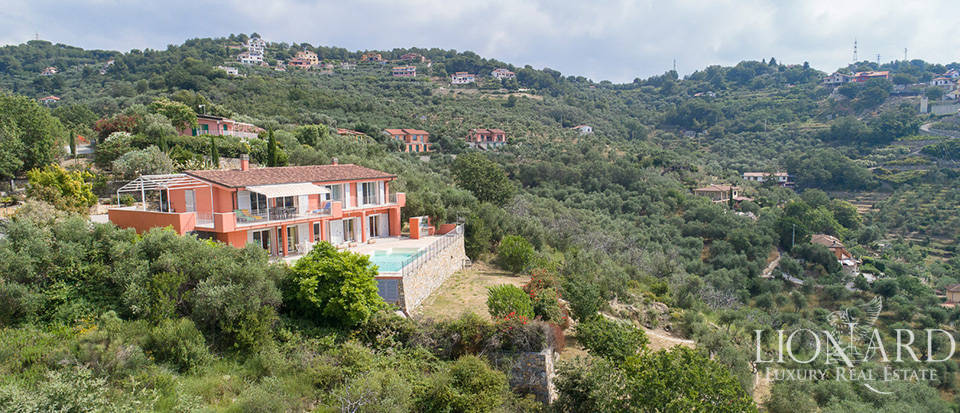 stunning villa with a panoramic swimming pool for sale in imperia
